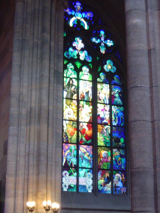城内の尖塔の高い聖ヴィート大聖堂も圧巻