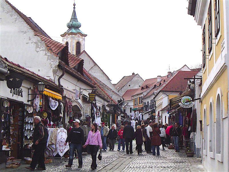 ブダペスト近郊の千年の歴史が眠る芸術の町「センテンドレ」