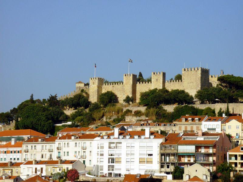 郷愁漂う美しいリスボンの街を見下ろすサン・ジョルジェ城