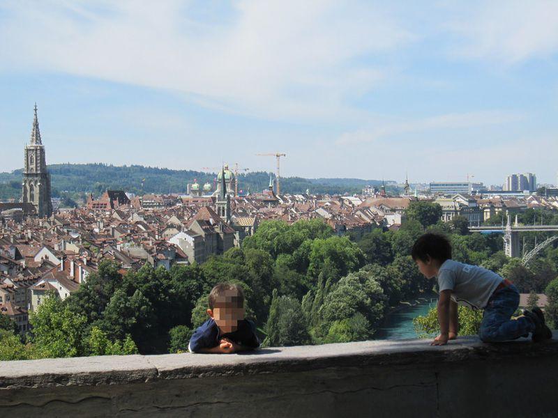 世界遺産の古都を見下ろす絶景スポット!スイス・ベルン「ローゼンガルテン」
