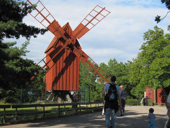 スウェーデン各地から移築された家屋や民芸品の実演を楽しもう