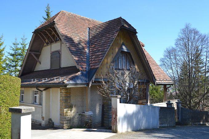 ジャンヌレ・ペレ邸のすぐ近くにある彼の処女作も見よう