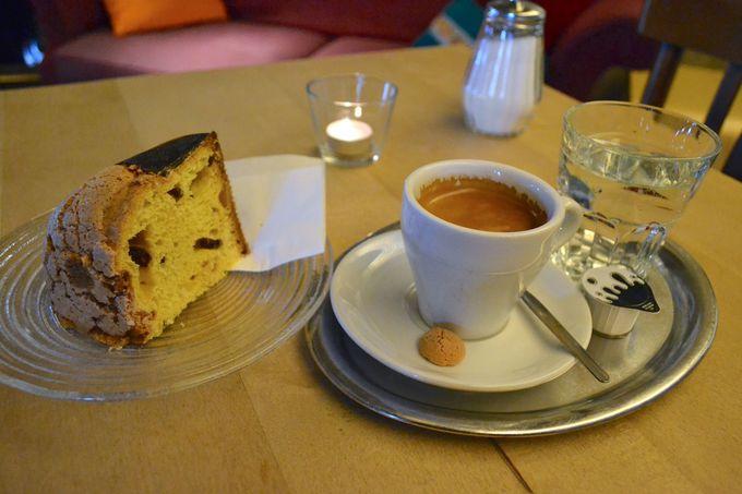 午後の観光 〜ティンゲリーの噴水と教会のカフェ