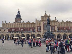 ポーランドの歴史的建造物を楽める!クラクフ中央市場広場