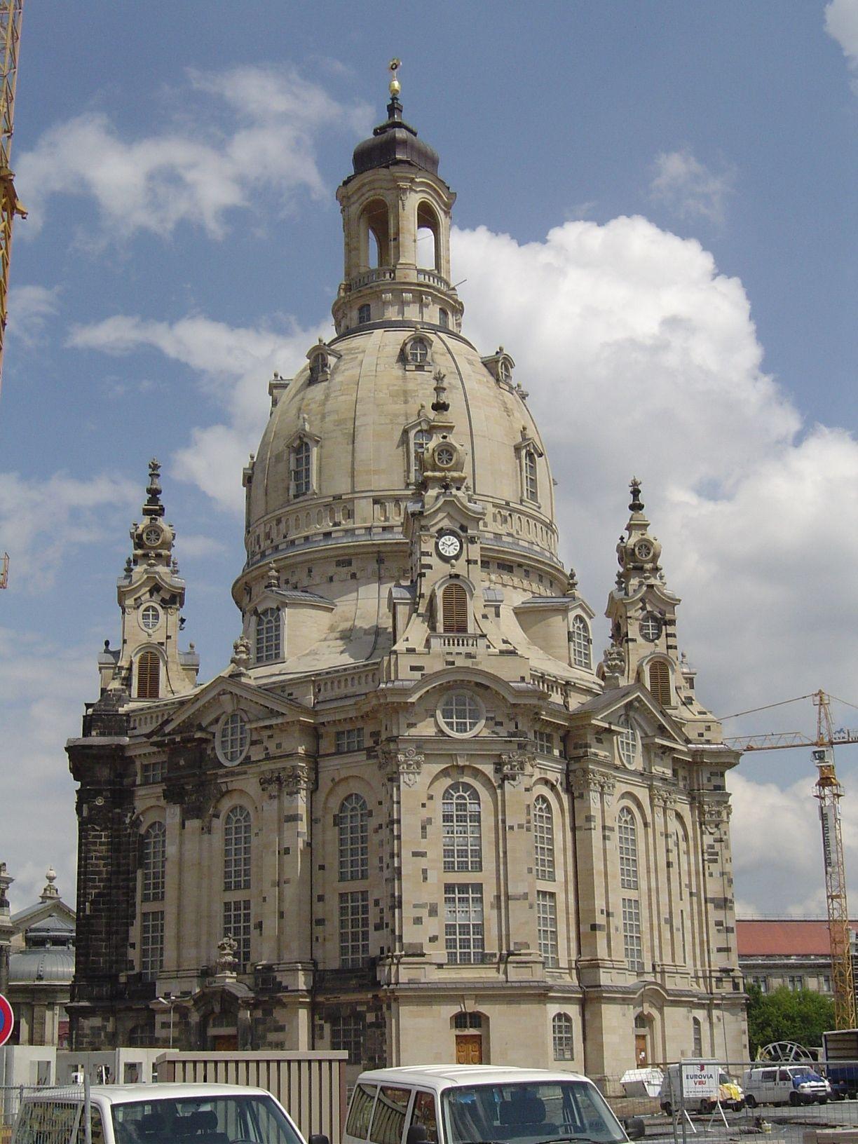 空爆と困難な修復作業を乗り越えたフラウエン教会