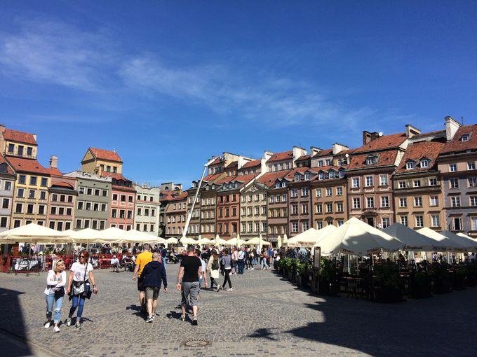 市民の強い信念により再現された旧市街