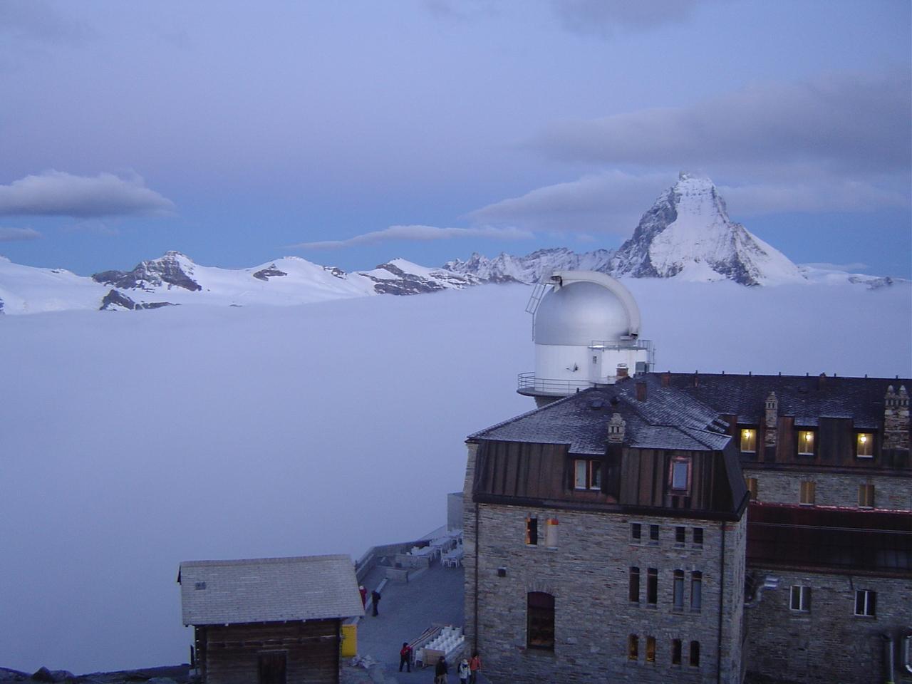 山頂で絶景を楽しむ