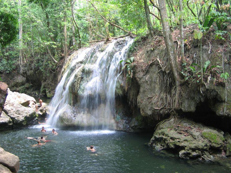 天然温泉が流れる滝!グアテマラ「フィンカ・エル・パライソ」