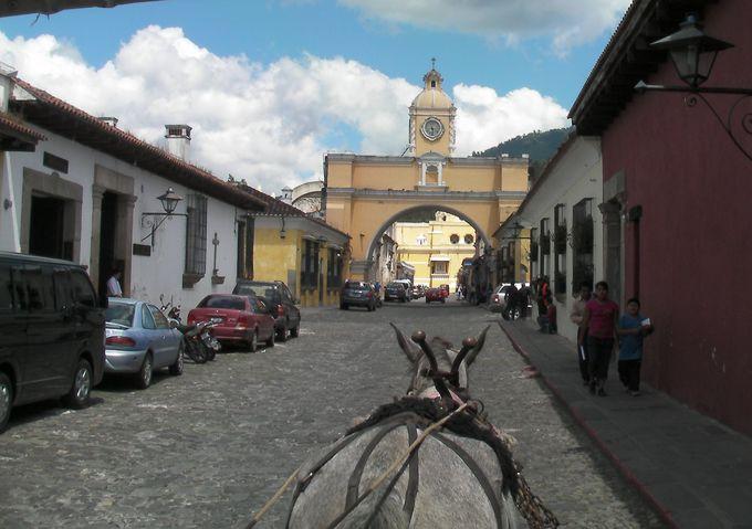 アンティグアのシンボル、「エル・アルコ」