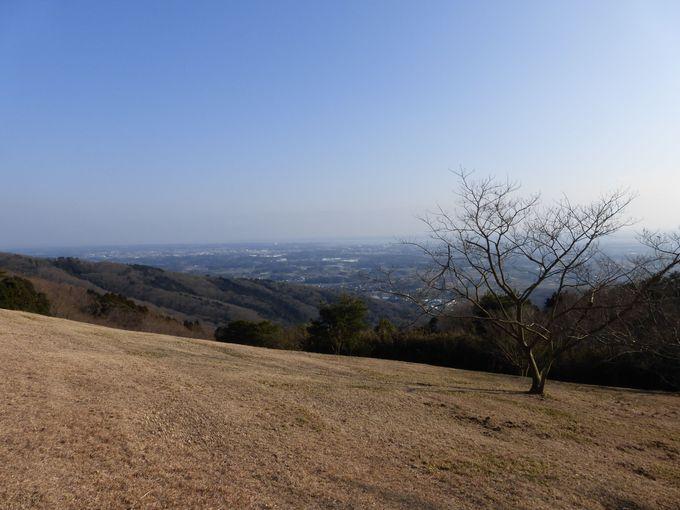 朝日峠展望公園から望む霞ヶ浦と土浦の街並み