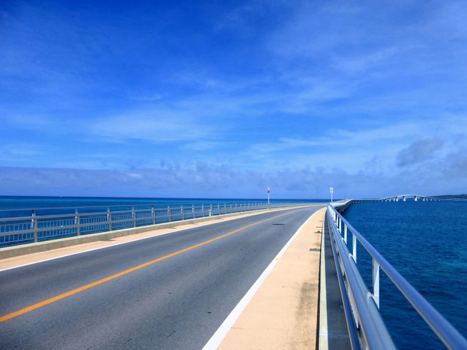 まずは伊良部大橋の上から眺める絶景を楽しもう