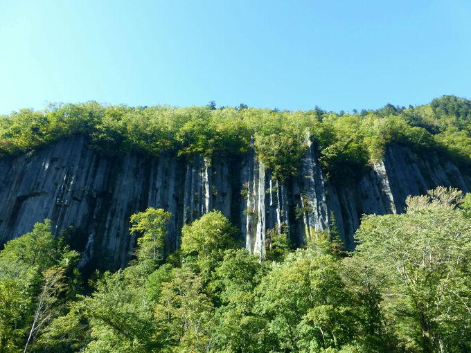大雪山の火山活動によって生まれた柱状節理の秘境!天人峡