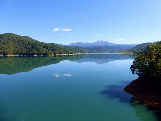 水面に映る大雪山が綺麗だから忠別湖にも寄ってって!