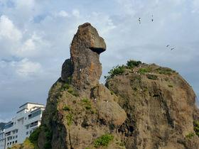 知床の街にゴジラ出現!?オロンコ岩展望台から見るウトロの絶景
