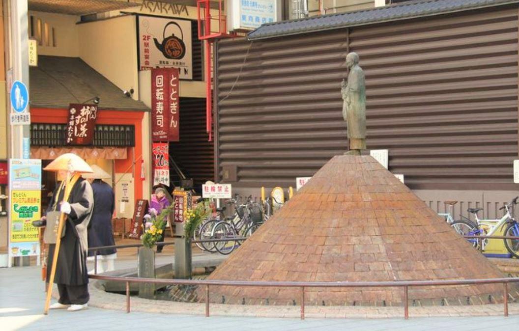 奈良の待ち合わせ場所!行基広場