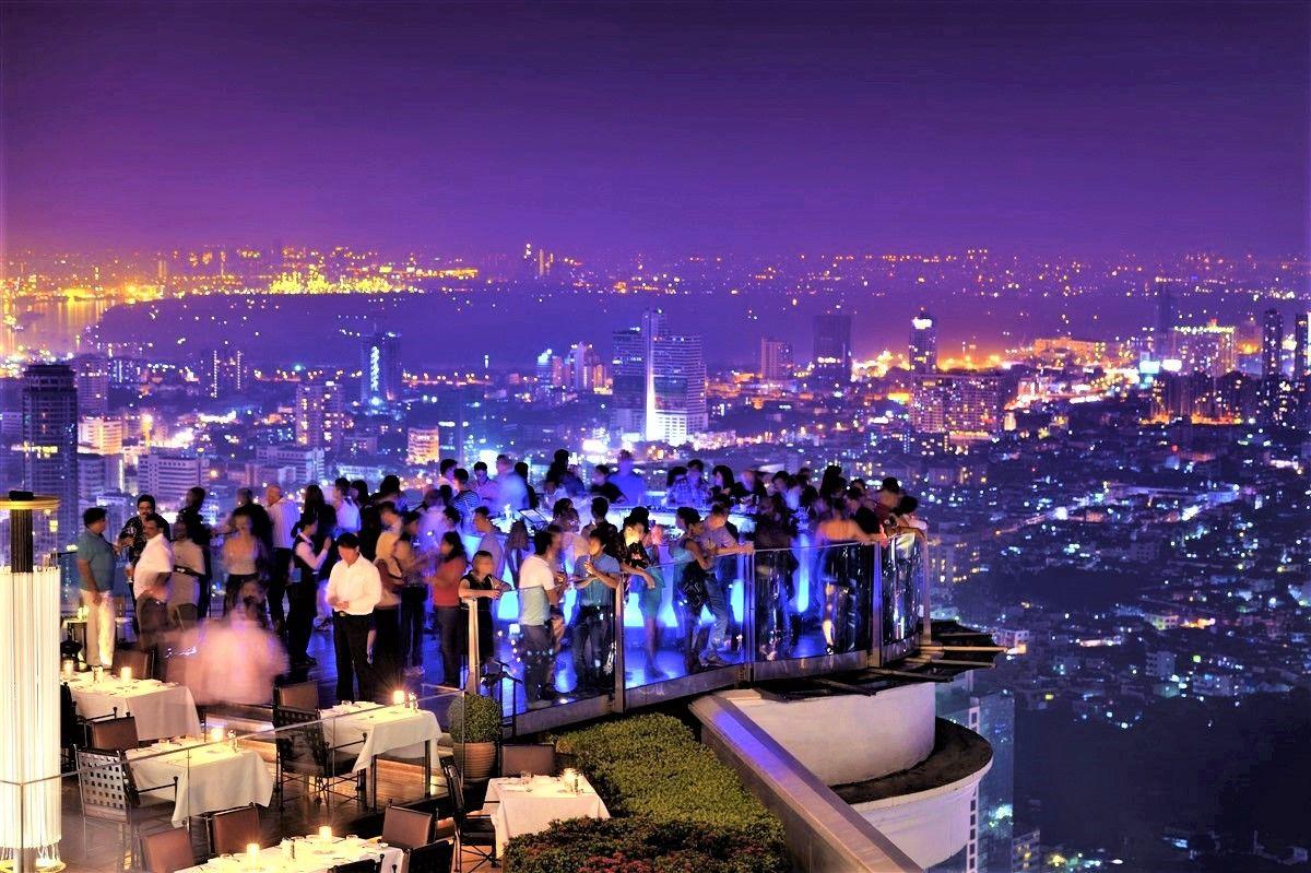 映画のロケ地!世界で最も高い場所にあるルーフトップバー「Sky Bar(スカイバー)」