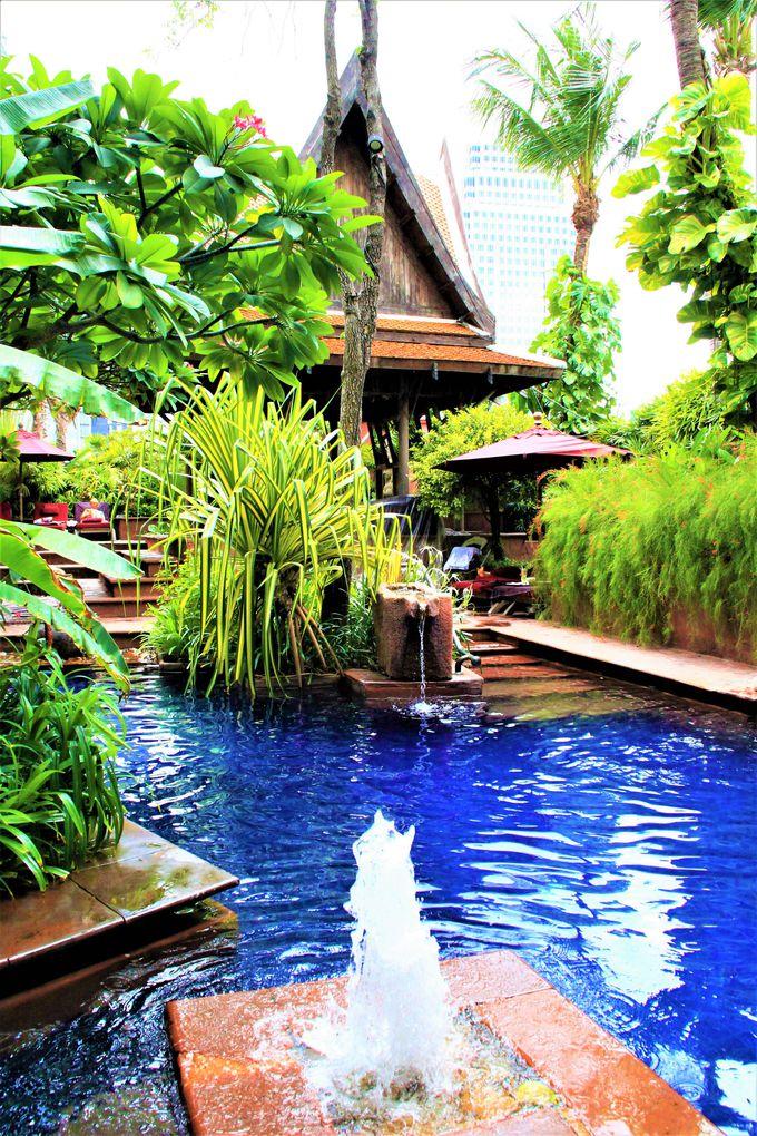 南国リゾート気分!青いプールが美しいホテル「シェラトン グランデ スクンビット ホテル バンコク」