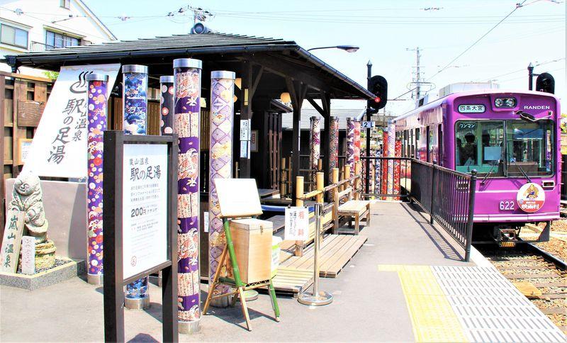 京の老舗が集合!「昇龍苑」で食べ歩き! 嵐電・嵐山駅の「足湯」「キモノフォレスト」は隠れスポット