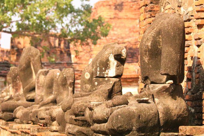 頭部を切り落とされた仏像!戦争の惨劇を伝えるワット・マハータート