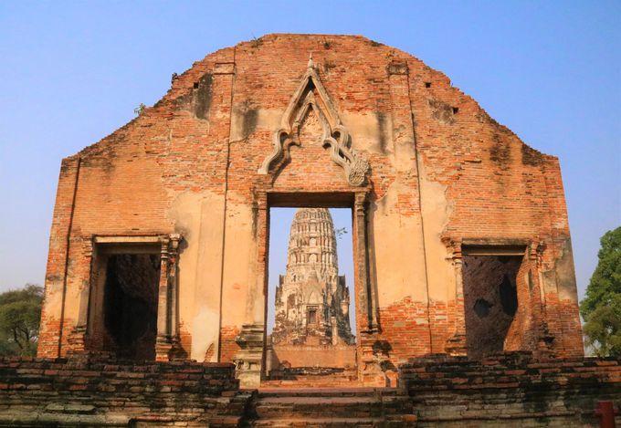インスタ映え抜群!壁越しに見る「大仏塔」はおすすめ