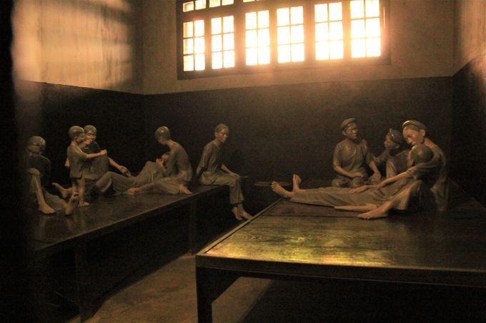 ギロチンや集団房!戦争の悲しみ伝える「ホアロー収容所」