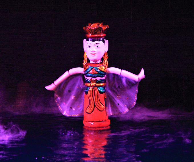 見ているだけで楽しめる!ユーモアたっぷりの「タンロン水上人形劇場」
