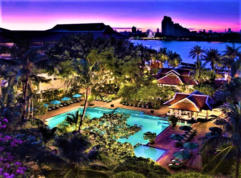 バンコク最大級の美しいプール!「アナンタラ・バンコク・リバーサイド・リゾート&スパ」