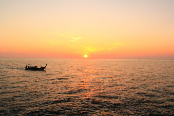 神秘的な美しさ!ピピ・レイ島の「ローサマベイ」「マヤベイ」
