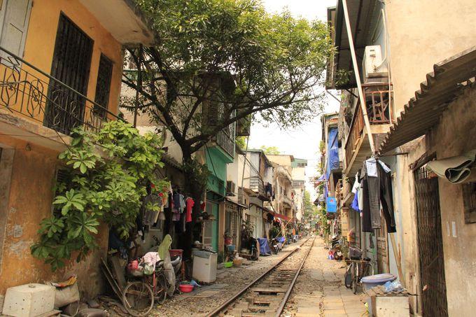 ベトナム土産にもおすすめ!線路沿いはディープなショッピングスポット