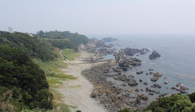 リアス式の海岸美が続く潮岬、近くには名物の『近大本まぐろ丼』も