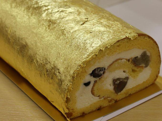 濃厚な甘みが広がる金箔の華やかなロールケーキ