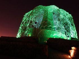 神戸観光・デートの一番人気!1000万ドルの夜景に浮かぶ光のアート「六甲枝垂れ」