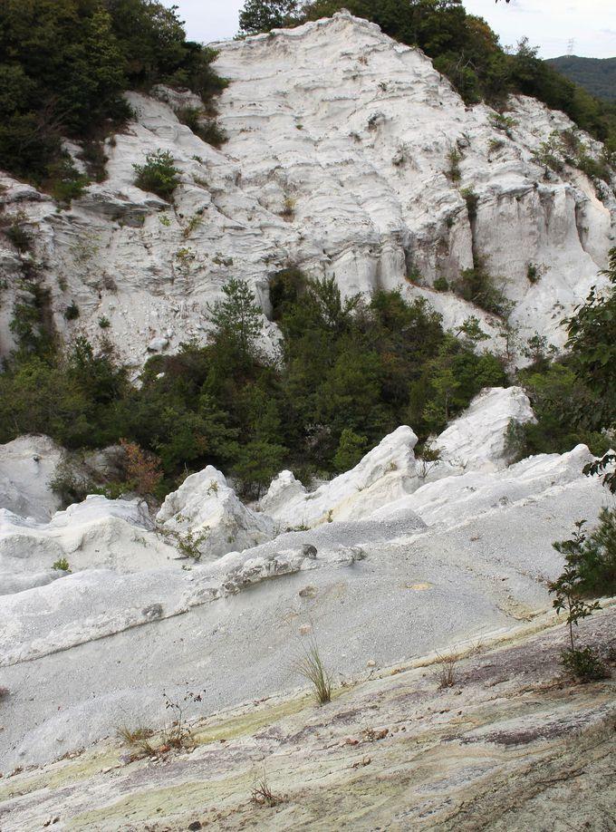 奇怪な岩山、防空壕に宿る霊魂?『どんずるぼう』(奈良県香芝市)
