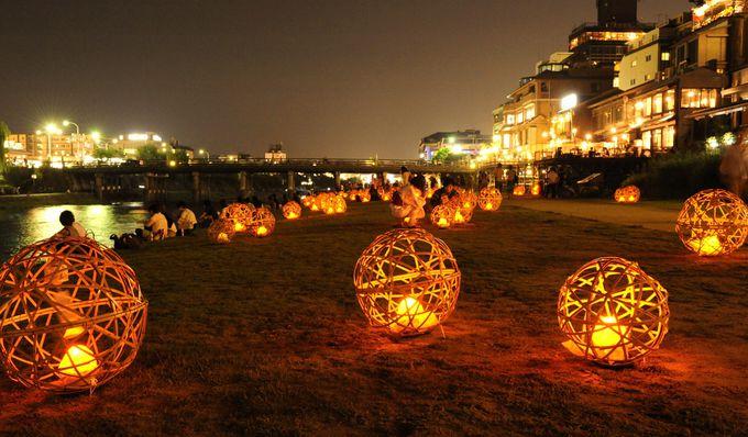 鴨川を幻想的に彩る『風鈴灯』と『竹と灯りの散策路』