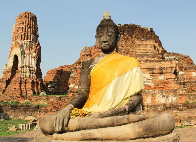 崩れ落ちた仏塔、まるで崩壊したラピュタ帝国のよう『ワット・マハータート』