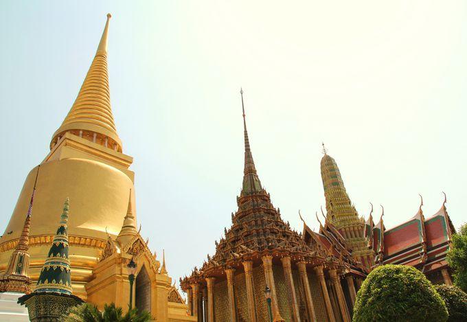 【4位】一列に並ぶ3つの仏塔 強烈な個性の違いは見ごたえあり!