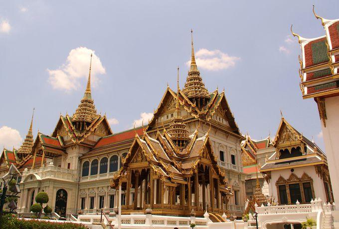 【3位】西欧とタイ様式の融合が見事!白亜の美しい建物「チャクリー宮殿」