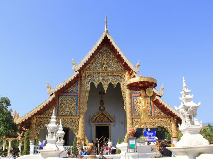 第5位 最高の格式を誇る寺院。礼拝堂の壁画も見事【ワット・プラシン】