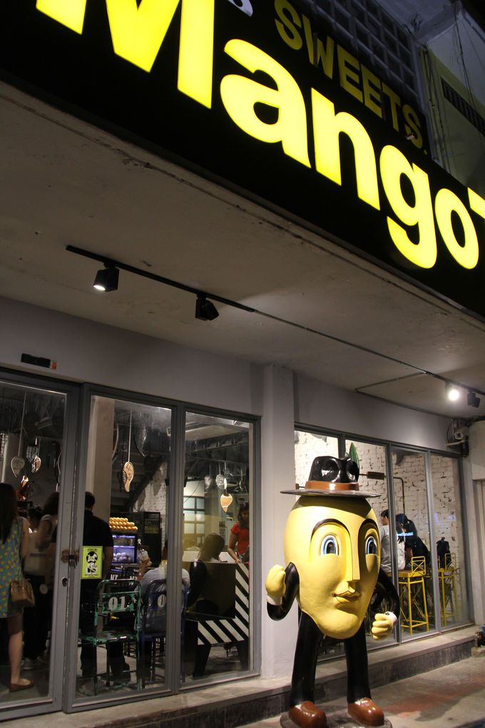 ミステリアスなマンゴー男がただずむ『マンゴー タンゴ』