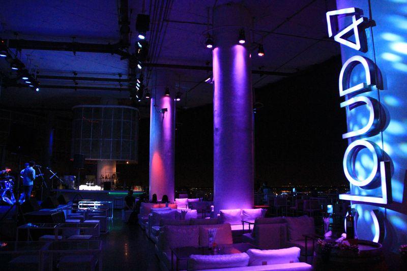 バンコクで光の演出に最もこだわったルーフトップバー「CLOUD47」