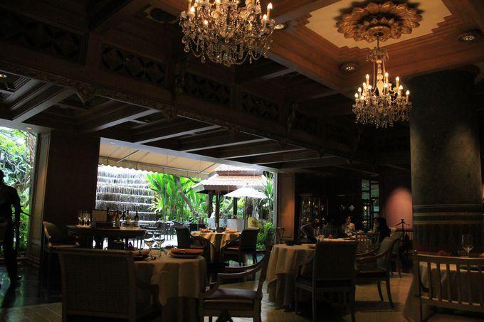 豪華なシャンデリア!ふかふかのじゅうたん!居心地のいい高級レストラン