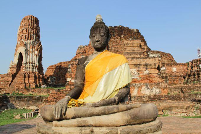 奇跡的に生き残ったアユタヤの仏像「ワット・プラ・マハータート」