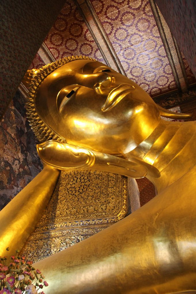 人々を喜ばせ、願いをかなえる!「ワット・ポー」の釈迦涅槃仏