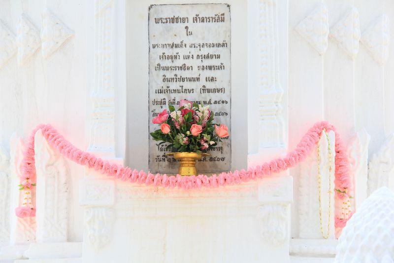 タイ・チェンマイ〜白い花園の寺「ワット・スアン・ドーク」が美しすぎる!