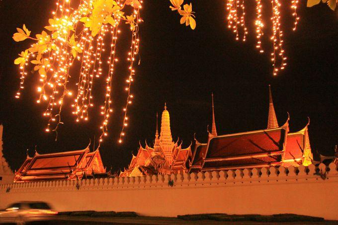 華やかに、情緒豊かにきらめく王宮寺院