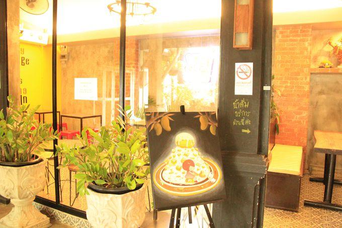 レンガ調の店内、お洒落なカフェ「アイス ハブ(Ice Hub)」