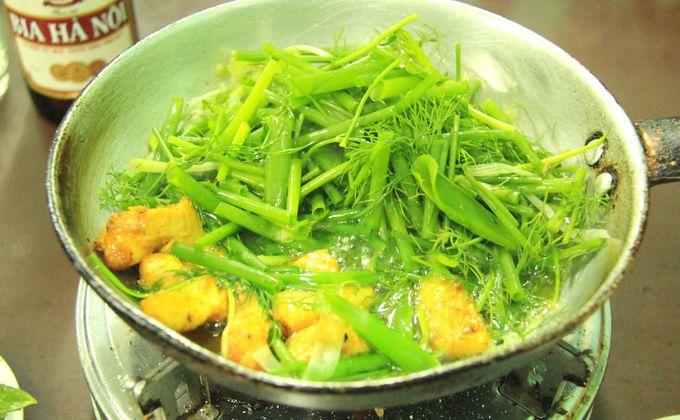 有機野菜を乗せ、魚の風味豊かに