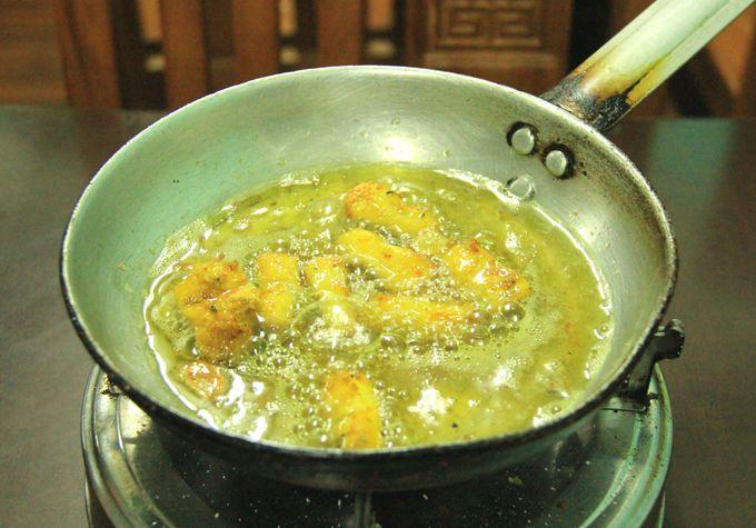 グツグツ煮えたぎる白身魚。見た目よりもさっぱり爽やか