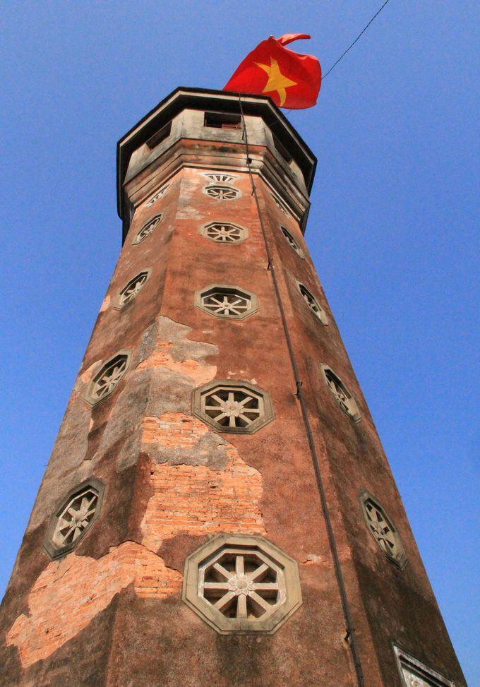 眺めもいい!ベトナムの国旗がひるがえるフラッグタワー