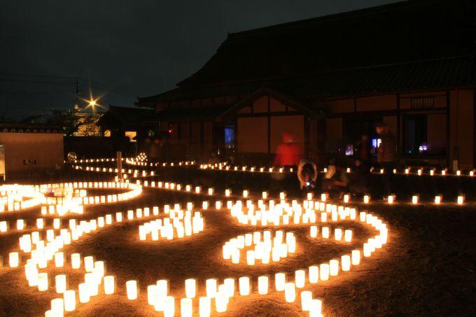 重要文化財の庭を照らすキャンドルライト